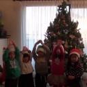 3歳児クラスと小4クラス 絵本発表 Let's Get Ready for Christmas!